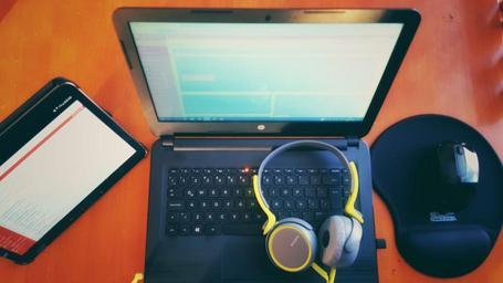 Web na notebooku