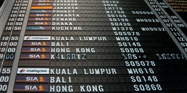 Tabule s lety na letišti